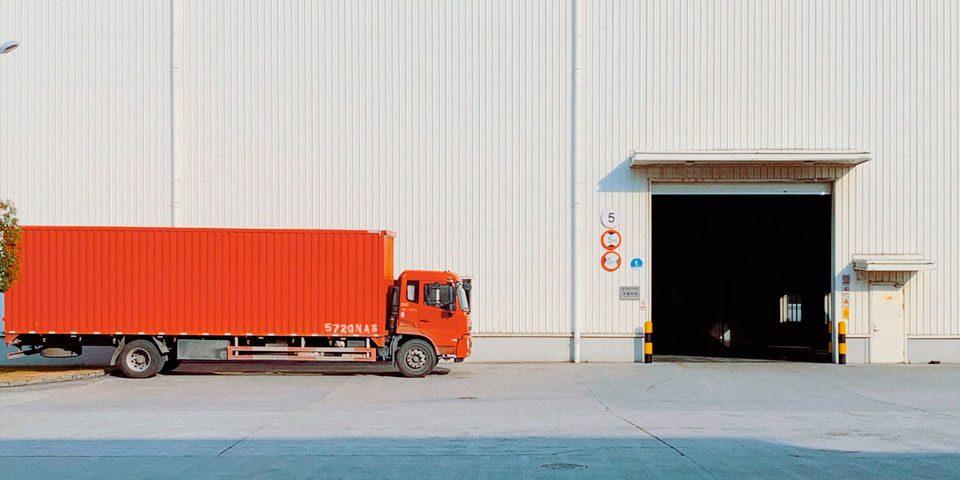 Bruma Pneus Atibaia - Como o setor de transportes se adaptou para manteer o abastecimento